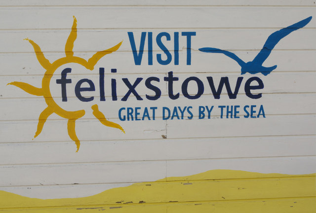 Beach hut with 'Visit Felixstowe' painted on it.